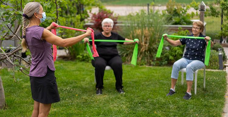 Outdoor-Exercise-Older-Group-Sitting